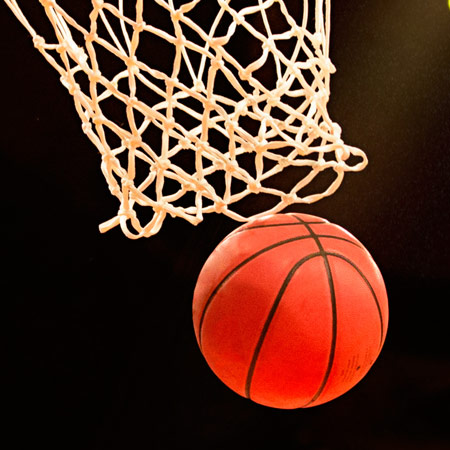 Imagebroschüre artec Sportgeräte zeigt Basketball, Volleyball, Handball und Hockey