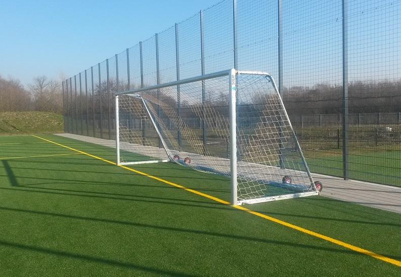 Kippsicherung für Fußballtore von artec Sportgeräte