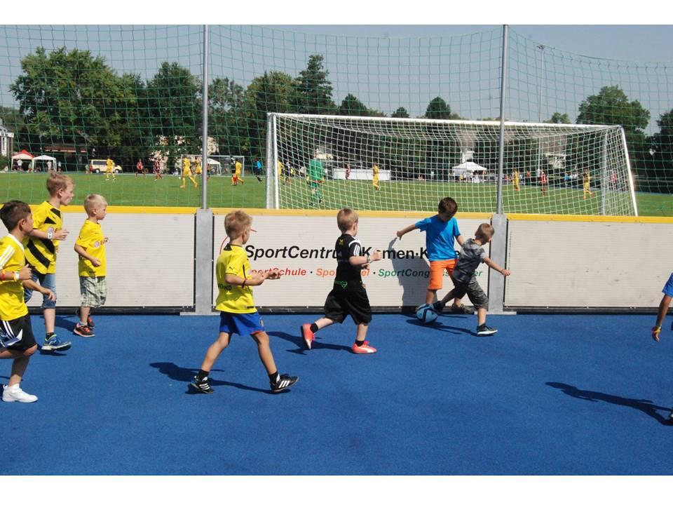WM-Pokal Ehrenrunde mit artec Soccer Court