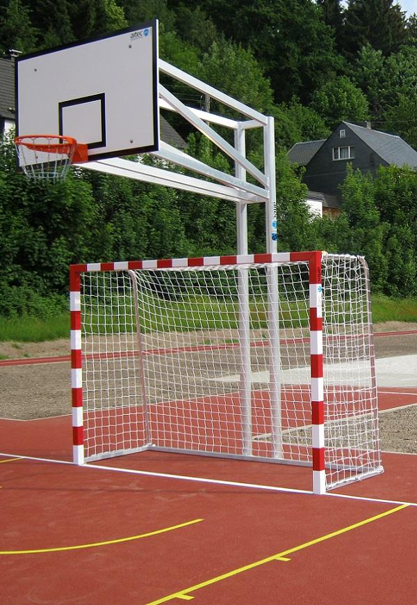 Handballtor mit Basketballanlage von artec Sportgeräte