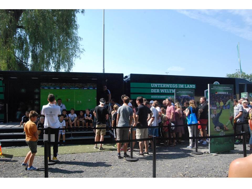 WM-Pokal Ehrenrunde Besucher