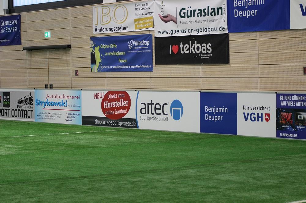 Mobiler Soccer Court mit artec Spielfeldbande