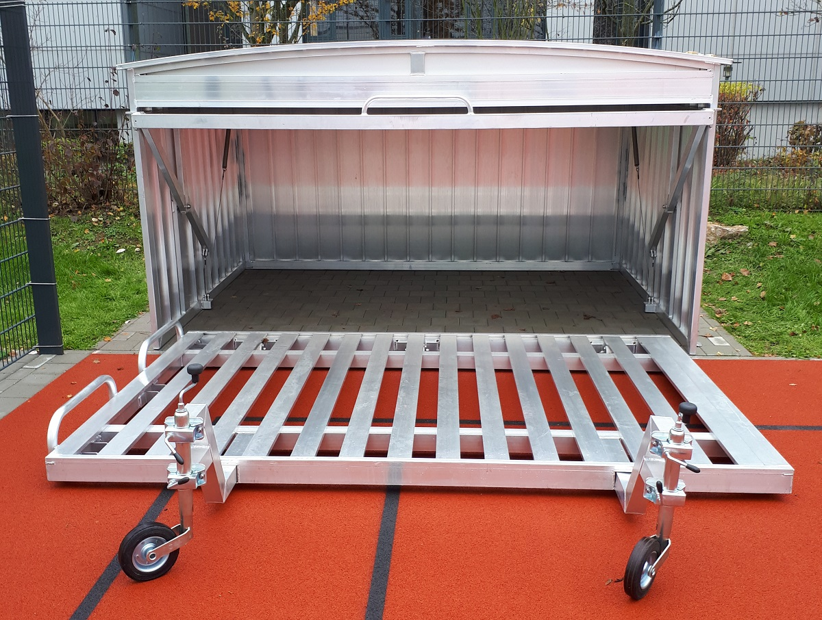 Folding high jump landing areas mobile platform and safety cover