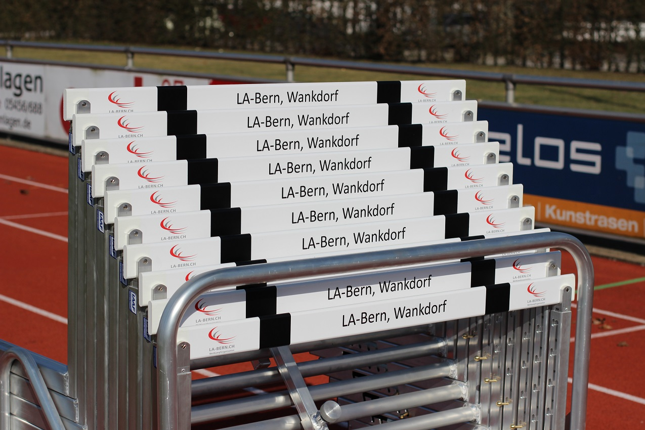 IAAF certified competition hurdles with aluminium hurdle trolley