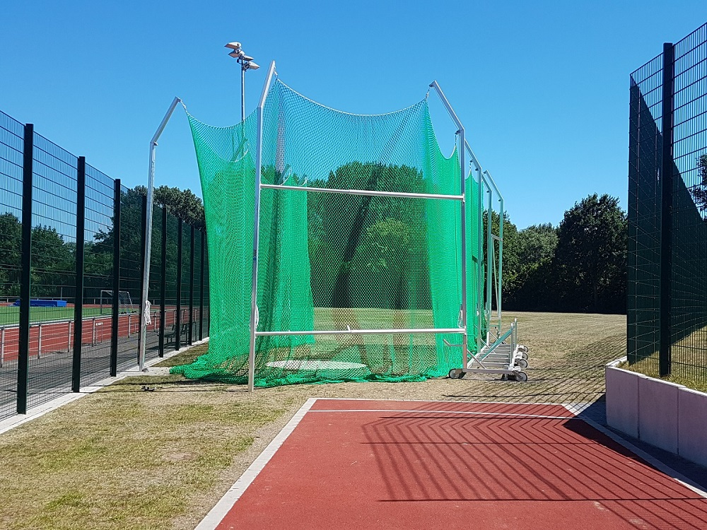 Mobile discus throwing cage