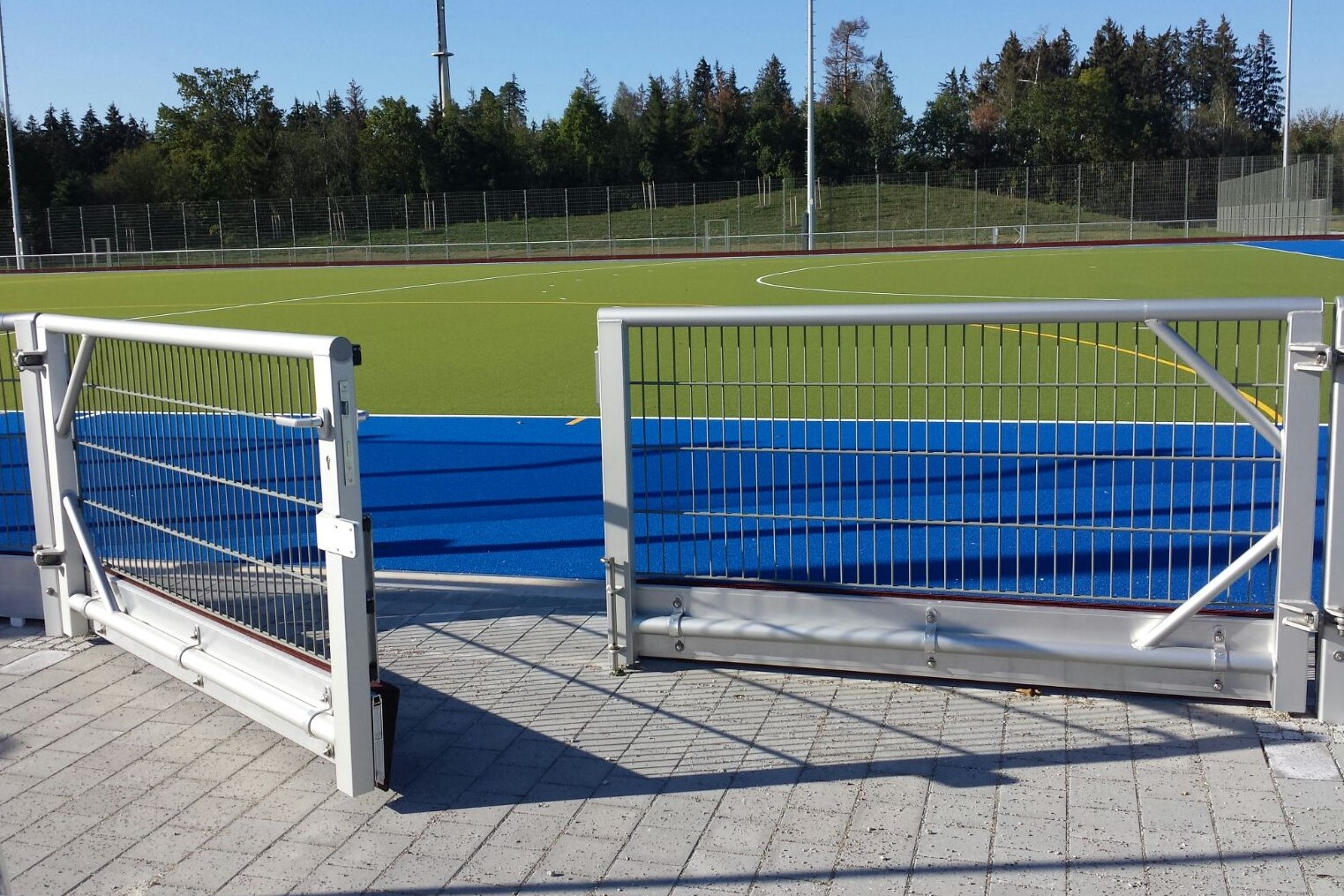barrier systems with wire mesh