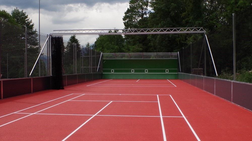 Tennisplatz mit Smash Back