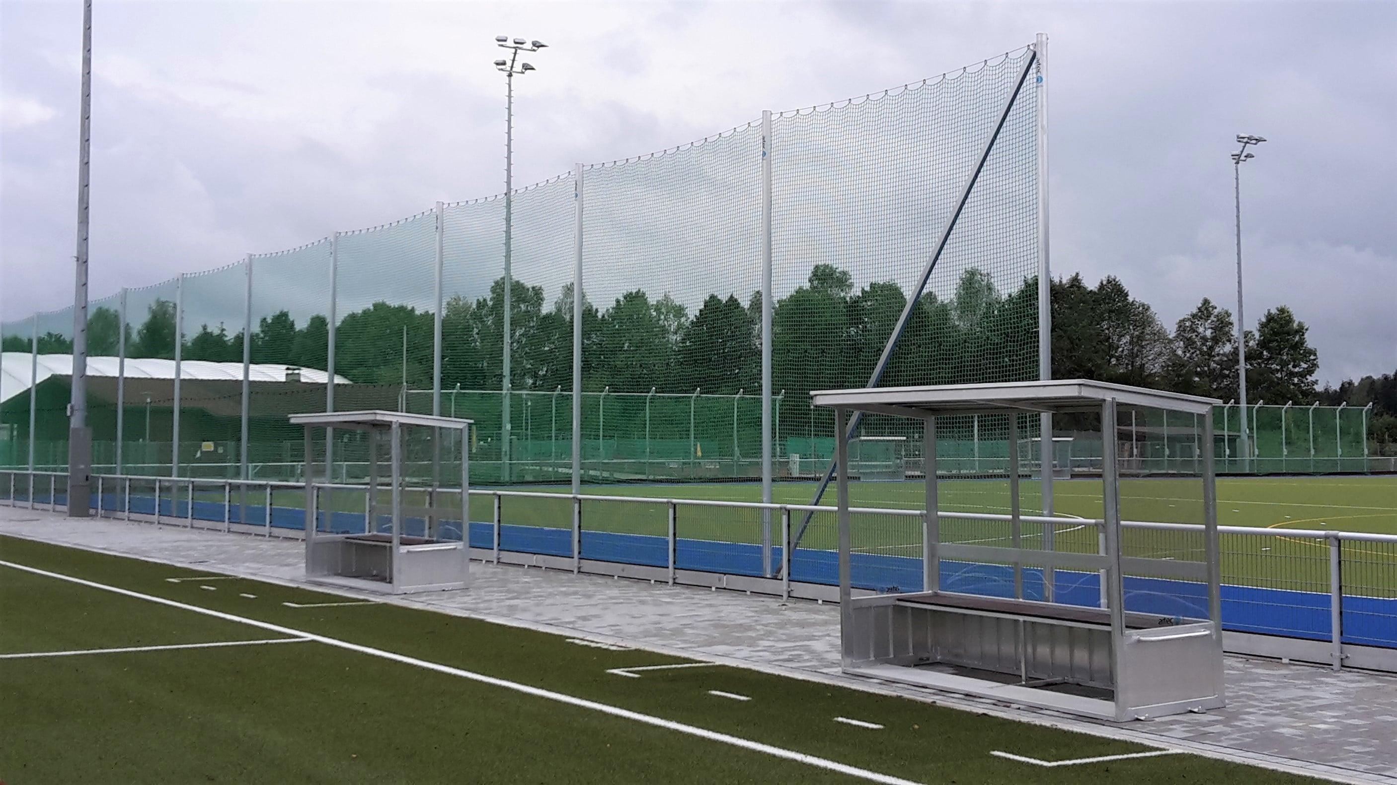 Ballfangnetz auf Sportplatz