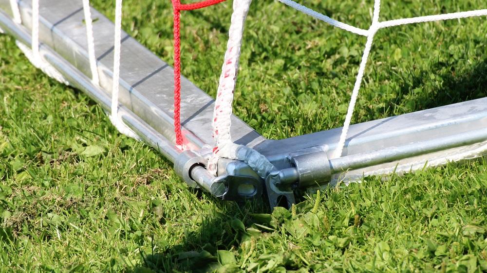 Stangensystem zur Netzmontage am Bodenrahmen