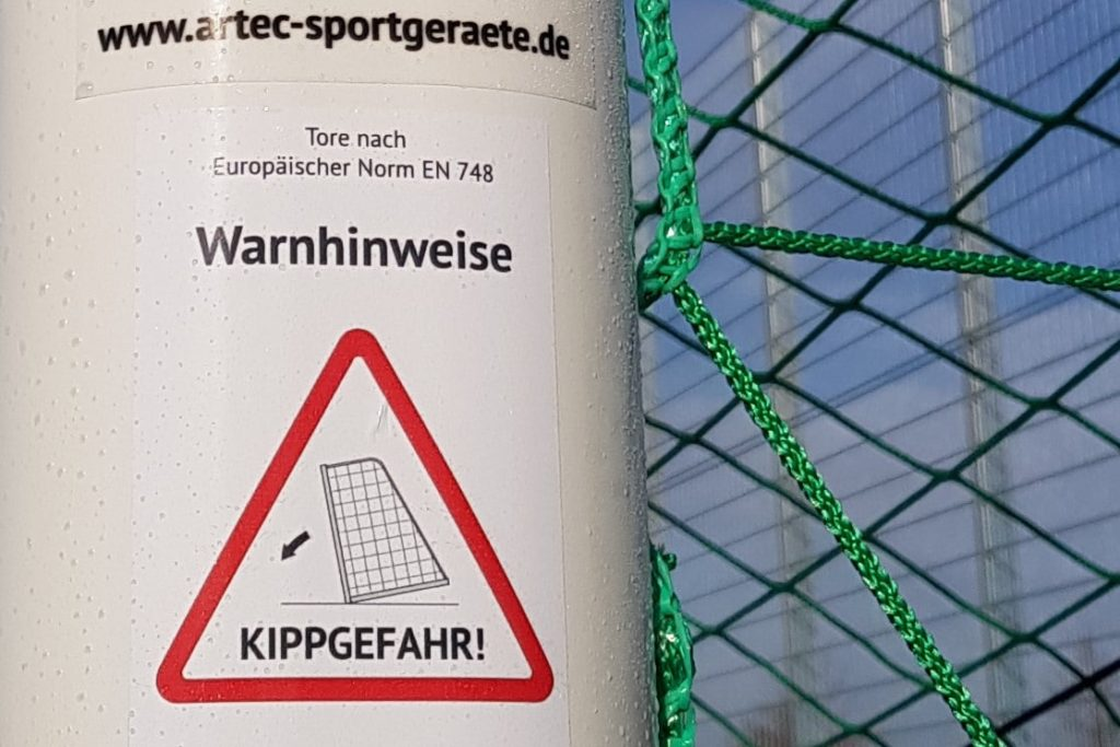 50 Jahre Pfostenbruch von Gladbach - Warnhinweise auf Toren